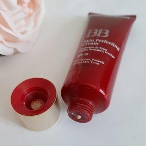Clarins 00 Fair BB Cream skin perfecting
